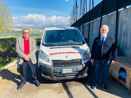 Donato un nuovo furgone al canile Hermada di Montecatini